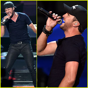 Luke Bryan Brings Out the Tight Jeans for iHeartRadio Music Awards 2014 Performance! (Video)