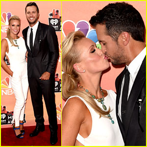 Luke Bryan & Wife Caroline Kiss at iHeartRadio Music Awards 2014
