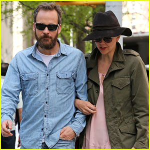 Maggie Gyllenhaal & Peter Sarsgaard Celebrate 5th Wedding Anniversary in the Big Apple!