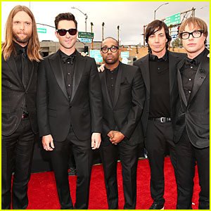 Maroon 5 Plans to Drop 'V' Album on September 2!