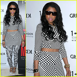 Nicki Minaj Bares Midriff at Memorial Day Weekend Vegas Party!