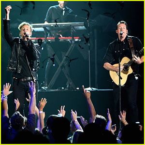 OneRepublic Performs 'Counting Stars' at Billboard Music Awards 2014 (Video)