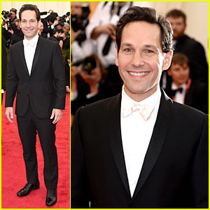 Paul Rudd Looks Happy in a Tuxedo at Met Ball 2014