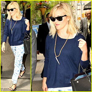 Reese Witherspoon Goes Comfy Chic After Dressing Up For Met Ball!
