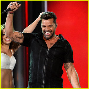 Ricky Martin Brings the House Down with 'Vida' Performance at Billboard Music Awards 2014 (Video)