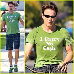 Stephen Moyer Takes His Workout to the Streets!