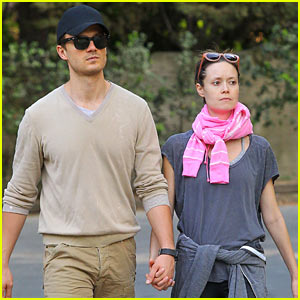 Summer Glau Goes Makeup Free, Holds Hands with Her Beau in L.A.!