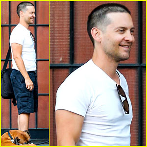 Tobey Maguire Runs Into Director Paul Haggis in New York