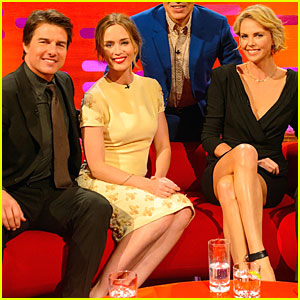Tom Cruise, Emily Blunt, & Charlize Theron Pose Together Like One Happy Family!