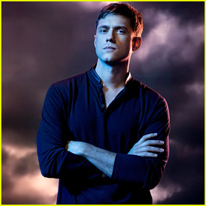 Aaron Tveit Previews Mike's Season Two Return to 'Graceland'!