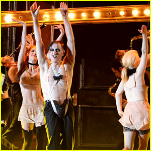 Alan Cumming Says 'Willkommen' to Tony Awards 2014 Audience with 'Cabaret' Performance (Video)