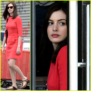 Anne Hathaway & Robert De Niro Bring 'The Intern' to Williamsburg!