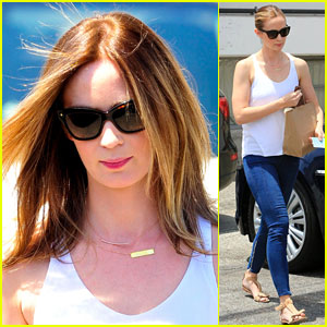 Emily Blunt Shows Off Rocking Body Only Four Months After Giving Birth!