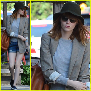 Emma Stone Wakes Up Early to Run Solo Errands in SoHo