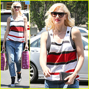 Gwen Stefani Shows Off Black Bra at Sunday Grocery Run!
