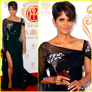 Halle Berry Shows Serious Leg at Huading Film Awards 2014!