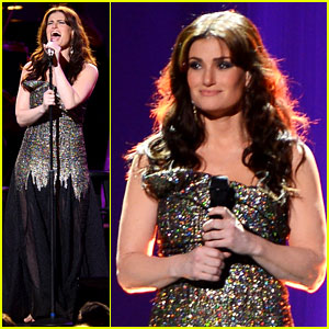 Idina Menzel Blows the Roof Off Radio City at Sold Out Concert!