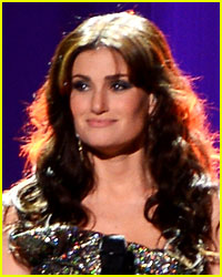 Idina Menzel Handled a Wardrobe Malfunction Amazingly Well