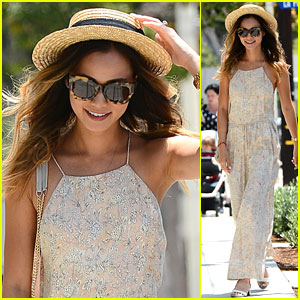 Jamie Chung Holds on to Her Hat Before Lunch in L.A.!