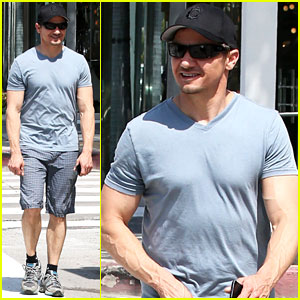 Jeremy Renner Is So Ripped His Veins Are Popping Out!