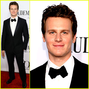 Jonathan Groff Will Introduce Idina Menzel at Tony Awards 2014!