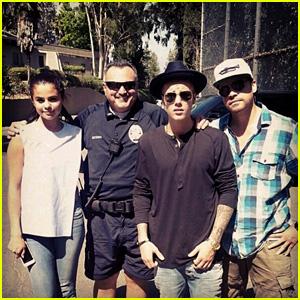 Justin Bieber & Selena Gomez Enjoy Los Angeles Zoo Date!