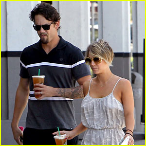 Kaley Cuoco Debuts Brand New Pixie Haircut!