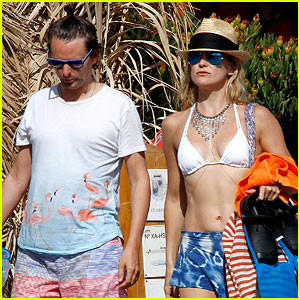 Kate Hudson Shows Off Amazing Abs in Ibiza