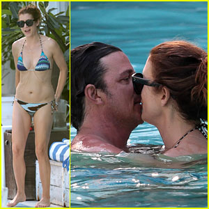 Kate Walsh Continues to Show Off Her Amazing Bikini Body!