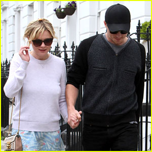 Kirsten Dunst & Garrett Hedlund Hold Hands for Stroll in London!