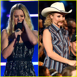 Kristen Bell Sings About 'Moose Knuckle' at CMT Music Awards 2014! (Video)