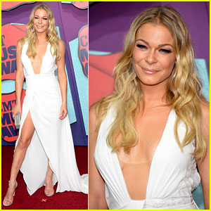 LeAnn Rimes Flaunts Leg & Cleavage at CMT Music Awards 2014!