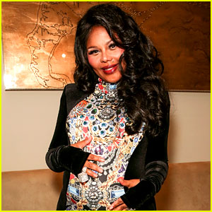 Lil' Kim Gives Birth to Baby Girl Named Royal Reign
