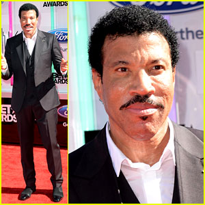 Lionel Richie Honored for Lifetime Achievement at BET Awards 2014!