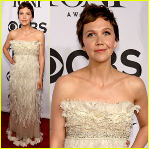 Maggie Gyllenhaal Wears Feathery Dress to Present at Tony Awards 2014