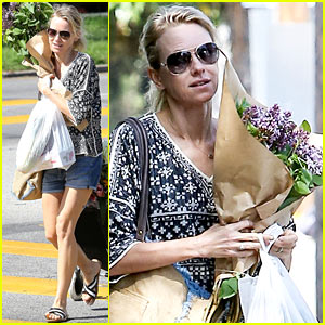 Naomi Watts is a Flowery Gal at the Farmer's Market!