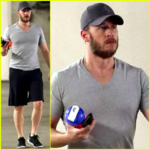 New Dad Josh Dallas Brings His Super Scruffy Beard to the Gym
