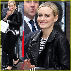 Taylor Schilling's 'Orange is the New Black' Season Two Premieres Tomorrow!