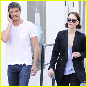 Sarah Paulson & Her Close Pal Pedro Pascal Enjoy the Day in NYC!