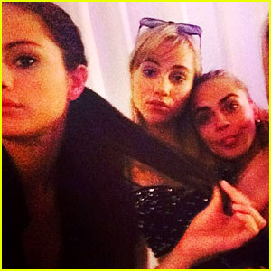 Selena Gomez Hangs Out with Suki Waterhouse & Cara Delevingne in London!