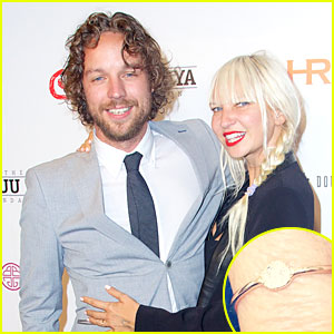 'Chandelier' Singer Sia Engaged to Filmmaker Erik Anders Lang!