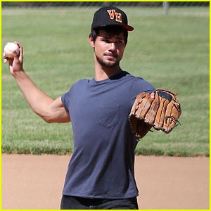 Taylor Lautner's Buff Arms Make Us Swoon During 'Run the Tide' Filming!