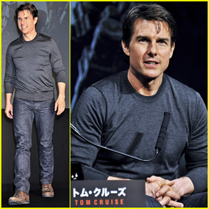 Tom Cruise Joins 'Edge of Tomorrow' Director Doug Liman at Tokyo Press Conference!