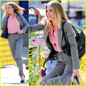 AnnaLynne McCord Sprints in Five-Inch Heels for 'Photographs'