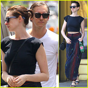 Anne Hathaway's Hair is Long Enough Now for a Ponytail!