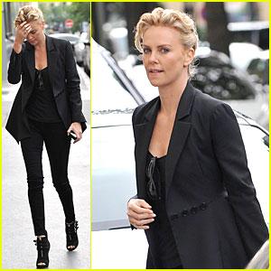 Charlize Theron Takes Classy Stroll Sans Boyfriend Sean Penn in Paris