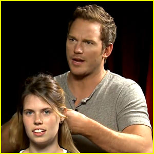 Chris Pratt French Braids a Girl's Hair During an Interview (Video)