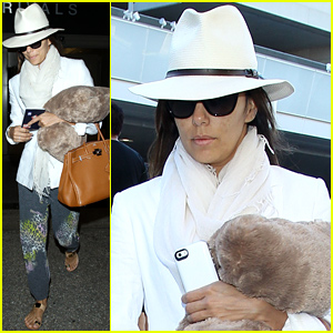Eva Longoria Goes Makeup Free For Her Long Flight Home!