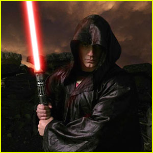 Henry Cavill Is a Super-Jedi in New Twitter Pic
