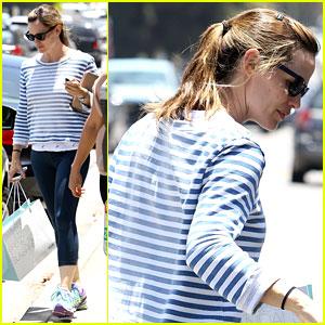 Jennifer Garner Preps for Summer by Shopping for Swimsuits!